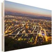 Verlichting in de straten van Freiburg Vurenhout met planken 90x60 cm - Foto print op Hout (Wanddecoratie)