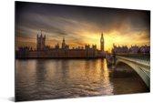 Kleurrijke lucht boven de Big Ben door de laagstaande zon in Engeland Aluminium 120x80 cm - Foto print op Aluminium (metaal wanddecoratie)