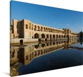 De Khaju bridge in het Iraanse Isfahar met weerkaatsing in het water Canvas 60x40 cm - Foto print op Canvas schilderij (Wanddecoratie woonkamer / slaapkamer)