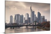 Dreigende lucht boven Frankfurt am Main in Duitsland Aluminium 180x120 cm - Foto print op Aluminium (metaal wanddecoratie) XXL / Groot formaat!