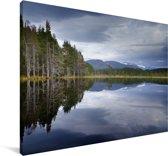 Reflectie van het Nationaal park Cairngorms in een meer Canvas 180x120 cm - Foto print op Canvas schilderij (Wanddecoratie woonkamer / slaapkamer) XXL / Groot formaat!