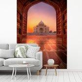 Fotobehang vinyl - Taj Mahal zonsondergang vanaf de hoofdingang breedte 215 cm x hoogte 320 cm - Foto print op behang (in 7 formaten beschikbaar)