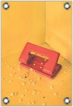 Tuinposter –Rode Perforator met Gele Achtergrond– 60x90cm Foto op Tuinposter (wanddecoratie voor buiten en binnen)