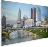 De Broad Street brug en de Scioto rivier met op de achtergrond de wolkenkrabbers van Columbus Plexiglas 90x60 cm - Foto print op Glas (Plexiglas wanddecoratie)