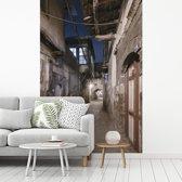 Fotobehang vinyl - Straatbeeld tussen huizen van Damascus in Syrië breedte 175 cm x hoogte 260 cm - Foto print op behang (in 7 formaten beschikbaar)