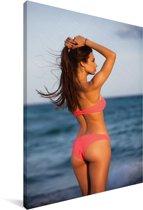 Jonge vrouw in een bikini op het strand Canvas 90x140 cm - Foto print op Canvas schilderij (Wanddecoratie woonkamer / slaapkamer)