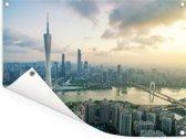 Zonnestralen boven de stad Guangzhou Tuinposter 160x120 cm - Tuindoek / Buitencanvas / Schilderijen voor buiten (tuin decoratie) XXL / Groot formaat!