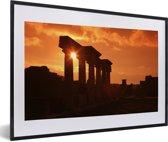Foto in lijst - Een ruïne in Pompeï met een zonsondergang in Italië fotolijst zwart met witte passe-partout 60x40 cm - Poster in lijst (Wanddecoratie woonkamer / slaapkamer)
