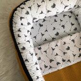 Babynestje Okergele Wafel met Pijlenprint | Compleet met Dekentje