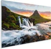 Kirkjufell-berg en Kirkjufellfoss-waterval bij zonsopkomst in IJsland Plexiglas 30x20 cm - klein - Foto print op Glas (Plexiglas wanddecoratie)