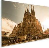 Zonnestralen schijnen op de Sagrada Familia in Spanje Plexiglas 90x60 cm - Foto print op Glas (Plexiglas wanddecoratie)