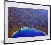 Foto in lijst - De kustlijn bij het Nationaal park Alas Purwo in Indonesië fotolijst zwart met witte passe-partout klein 40x30 cm - Poster in lijst (Wanddecoratie woonkamer / slaapkamer)