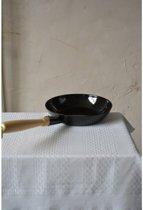 Koekenpan zwart 24 cm - houten handvat