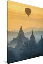Luchtballon vaart over Yangon Canvas 90x140 cm - Foto print op Canvas schilderij (Wanddecoratie woonkamer / slaapkamer) / Aziatische steden Canvas Schilderijen
