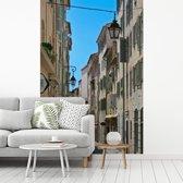 Fotobehang vinyl - Franse architectuur in de straten van Toulon breedte 190 cm x hoogte 280 cm - Foto print op behang (in 7 formaten beschikbaar)