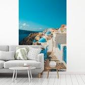 Fotobehang vinyl - Blauw voetpad in Santorini Griekenland breedte 335 cm x hoogte 500 cm - Foto print op behang (in 7 formaten beschikbaar)
