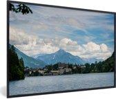 Foto in lijst - Meer van Bled met bergen in Slovenië fotolijst zwart 60x40 cm - Poster in lijst (Wanddecoratie woonkamer / slaapkamer)