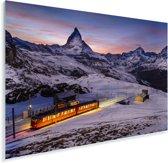 Een verlichtte trein in de bergen Plexiglas 90x60 cm - Foto print op Glas (Plexiglas wanddecoratie)