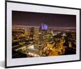 Foto in lijst - Sacramento in de Verenigde Staten tijdens de nacht fotolijst zwart met witte passe-partout 60x40 cm - Poster in lijst (Wanddecoratie woonkamer / slaapkamer)