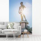 Fotobehang vinyl - Zonnestralen langs het David standbeeld in Florence breedte 270 cm x hoogte 400 cm - Foto print op behang (in 7 formaten beschikbaar)