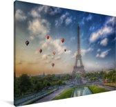 De Eiffeltoren met op de achtergrond luchtballonnen die in de lucht varen boven Parijs Canvas 30x20 cm - klein - Foto print op Canvas schilderij (Wanddecoratie woonkamer / slaapkamer) / Europese steden Canvas Schilderijen