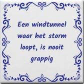 Spreuktegel Een windtunnel waar het storm loopt is nooit grappig