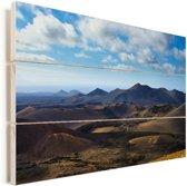 Uitzicht op het vulkanische landschap in het Nationaal park Timanfaya Vurenhout met planken 120x80 cm - Foto print op Hout (Wanddecoratie)