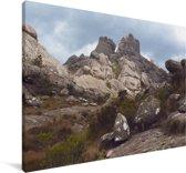 Stenen op de bergen van het Nationaal park Andringitra Canvas 120x80 cm - Foto print op Canvas schilderij (Wanddecoratie woonkamer / slaapkamer)