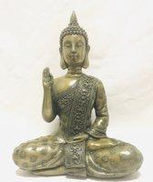 De Boeddha zit 19x10x27cm  het gebaar (Mudra) is de houding van de balans in het geven en nemen gedurende ons leven.Materiaal: Resin & bronzen Electroplating bronze on the outside of the resin.