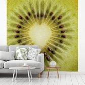 Fotobehang vinyl - De hartvormige kern van een zoete kiwi breedte 400 cm x hoogte 400 cm - Foto print op behang (in 7 formaten beschikbaar)