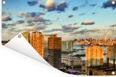 De zonnestralen schijnen over de wolkenkrabbers van Jersey City in Amerika Tuinposter 120x80 cm - Tuindoek / Buitencanvas / Schilderijen voor buiten (tuin decoratie)