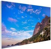 Strand met bergen Brazilie Glas 90x60 cm - Foto print op Glas (Plexiglas wanddecoratie)
