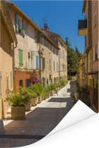 Gezellig straatje in het Franse Saint-Tropez Poster 80x120 cm - Foto print op Poster (wanddecoratie woonkamer / slaapkamer) / Europese steden Poster