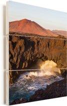 Vulkanische kliffen in het Nationaal park Timanfaya in Spanje Vurenhout met planken 20x30 cm - klein - Foto print op Hout (Wanddecoratie)