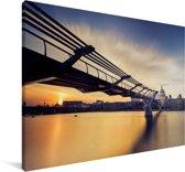 Millennium Bridge tijdens een heldere zonsopkomst in Londen Canvas 60x40 cm - Foto print op Canvas schilderij (Wanddecoratie woonkamer / slaapkamer)