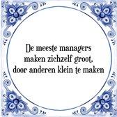 Tegeltje met Spreuk (Tegeltjeswijsheid): De meeste managers maken zichzelf groot, door anderen klein te maken + Kado verpakking & Plakhanger