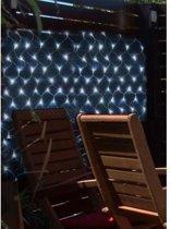 Net met 105 ledlampen op zonne-energie