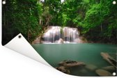 Foto van het meertje onder de watervallen van het nationaal park Erawan Tuinposter 60x40 cm - klein - Tuindoek / Buitencanvas / Schilderijen voor buiten (tuin decoratie)
