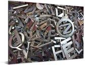Metalen letters op een stapel Aluminium 80x60 cm - Foto print op Aluminium (metaal wanddecoratie)
