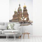 Fotobehang vinyl - Kerk van de Verlosser op het Bloed bij Rusland in het midden van de winter breedte 215 cm x hoogte 320 cm - Foto print op behang (in 7 formaten beschikbaar)