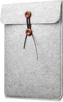 Laptop Vilten Soft Sleeve | Geschikt voor Macbook Pro / Air 13 inch (13,3'') | Laptop case | Macbook bescherming hoes | Cadeau voor man & vrouw | Lichtgrijs