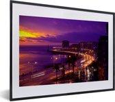 Foto in lijst - Kleurrijke zonsondergang bij de baai van Montevideo in Uruguay fotolijst zwart met witte passe-partout klein 40x30 cm - Poster in lijst (Wanddecoratie woonkamer / slaapkamer)
