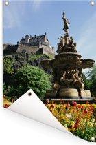 De tuin van het Kasteel van Edinburgh in Schotland Tuinposter 120x180 cm - Tuindoek / Buitencanvas / Schilderijen voor buiten (tuin decoratie) XXL / Groot formaat!