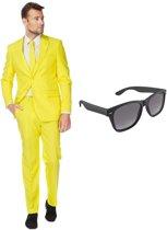 Geel heren kostuum / pak - maat 52 (XL) met gratis zonnebril