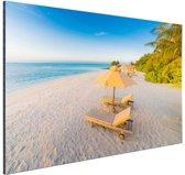 Caribisch strand met strandstoel Aluminium 90x60 cm - Foto print op Aluminium (metaal wanddecoratie)