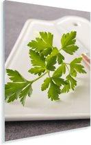 Groene peterselie op een witte snijplank Plexiglas 80x120 cm - Foto print op Glas (Plexiglas wanddecoratie)