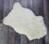 Schapenvachtje IVORY WHITE– Luxe Uitstraling Uniek Lamsvachtje – 75 x 50 cm -Prachtig Vol Haar - 100% ECHT – Zitkussen  - Bankbedekking -  OP=OP !