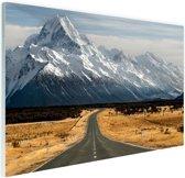 FotoCadeau.nl - Weg naar de bergen Glas 180x120 cm - Foto print op Glas (Plexiglas wanddecoratie)