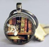 Katje slaapt tussen de boeken sleutelhanger