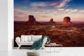 Fotobehang vinyl - Schemering boven de Monument Valley in Amerika breedte 390 cm x hoogte 260 cm - Foto print op behang (in 7 formaten beschikbaar)